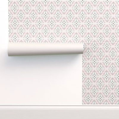 Wallpaper in pink and gray diamonds