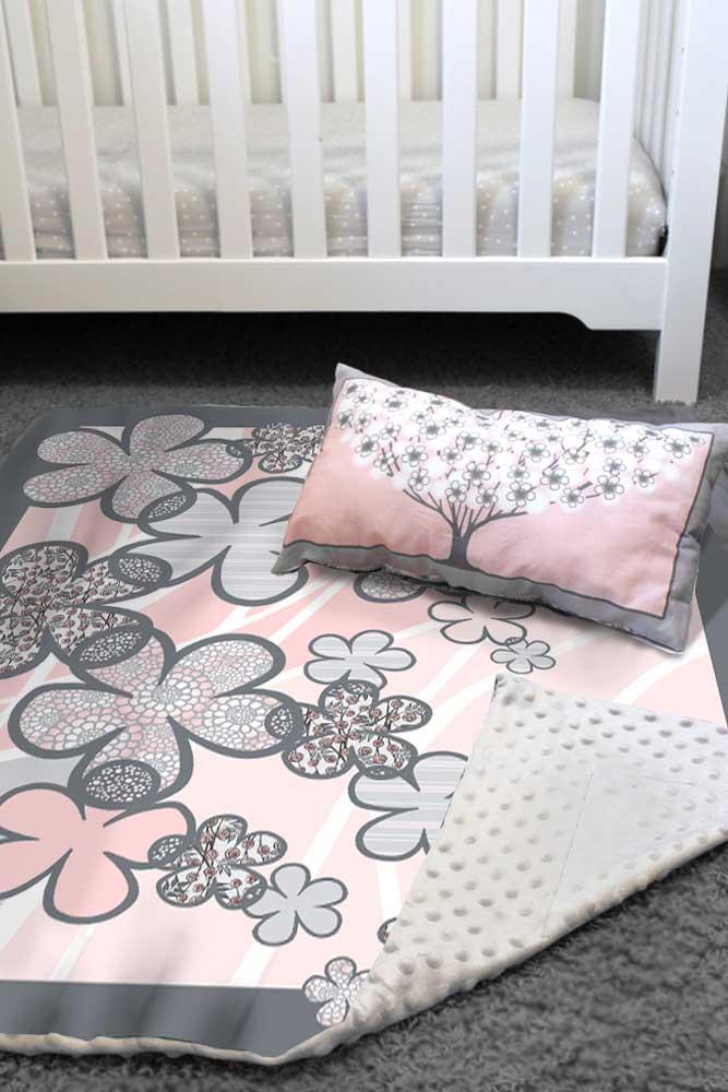 Flower quilt and pillow set